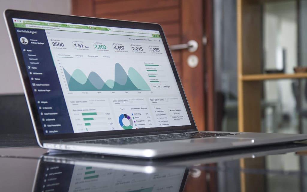 Google Analytics richtig in den Blog einbauen. DSGVO Konform.
